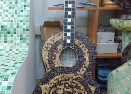 Гитара из мозаики